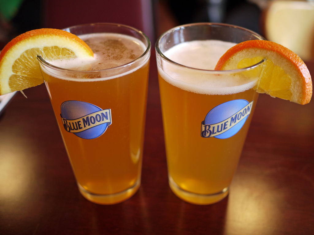 how to serve blue moon beer